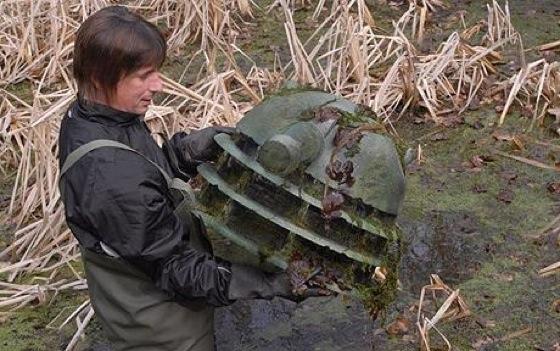 Dalek in a pond