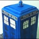 Doctor Who thing: easy-peasy TARDIS cake