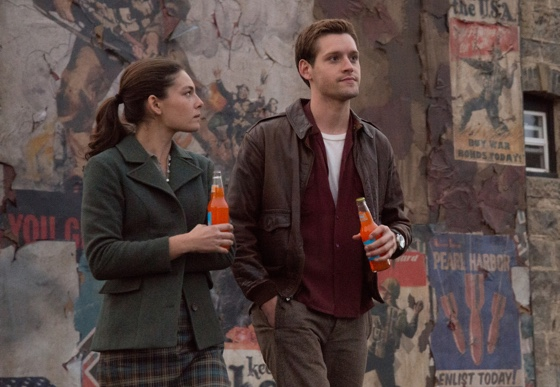 Man in the High Castle Alexa Davalos Luke Kleintank