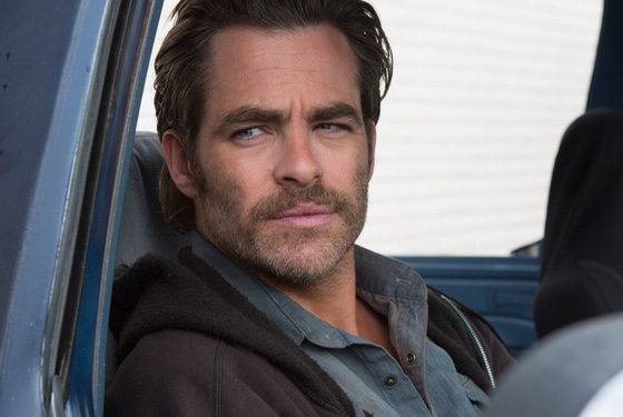 Money is so tight in Hell or High Water that Chris Pine is forced to cut back on his razor expenditures.